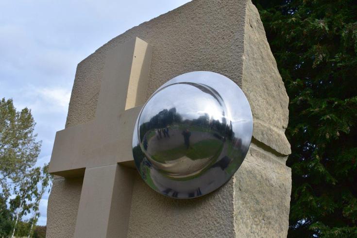 Close up of Pelton War Memorial